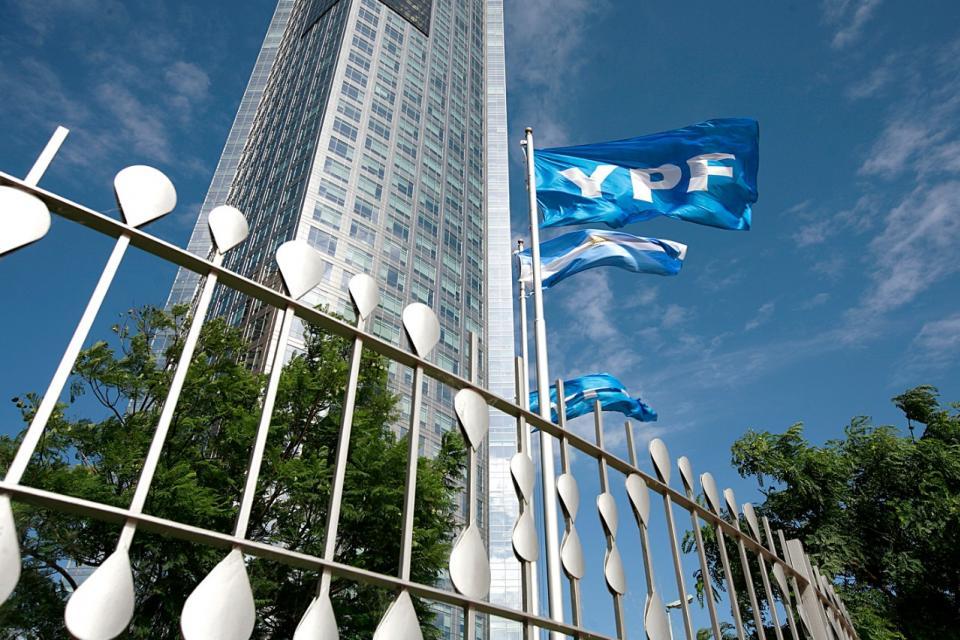 El juicio de un fondo buitre por la estatización de YPF se realizará en Nueva York.