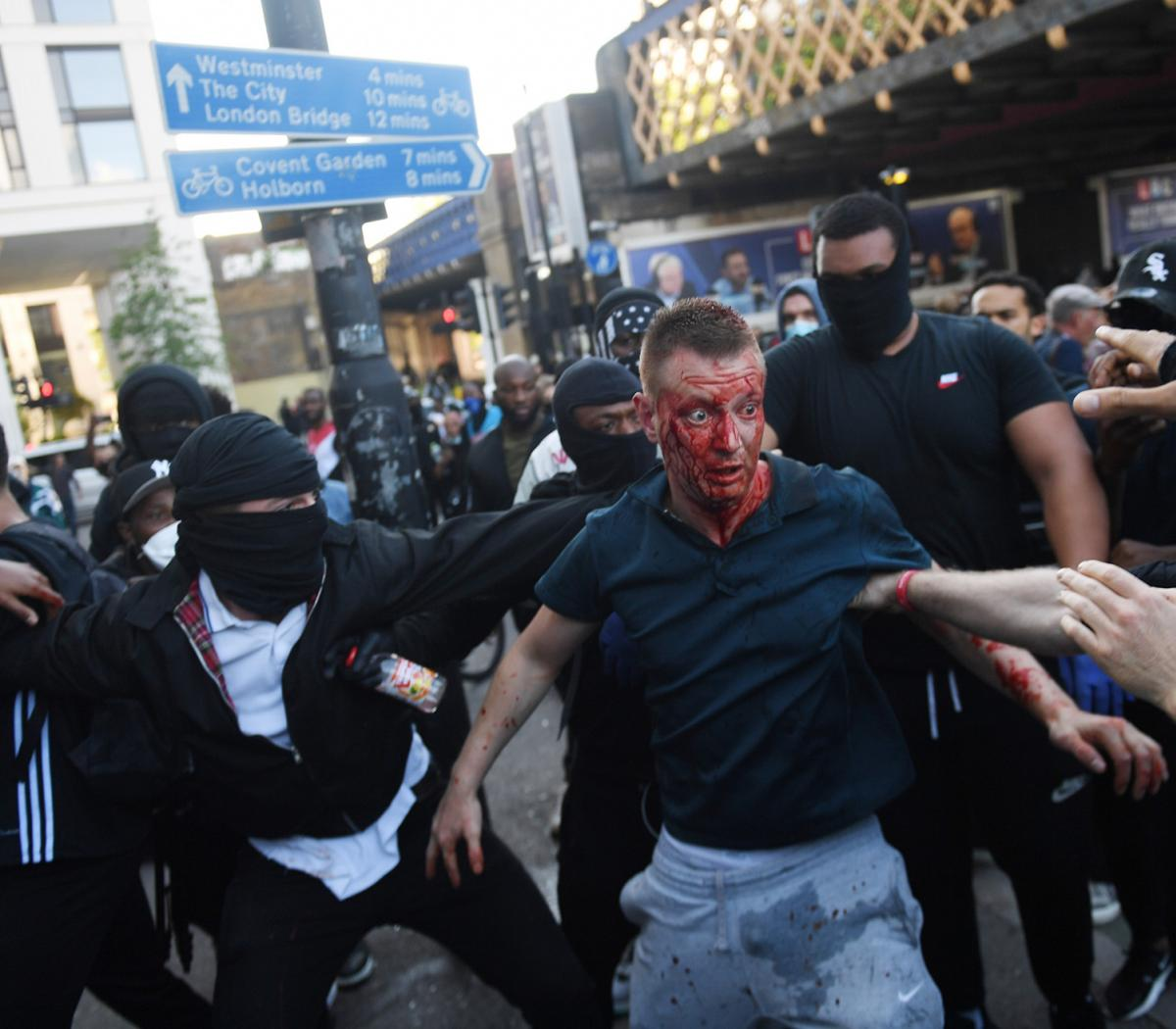Actriz Porno De Extrema Derecha disturbios entre policías y manifestantes de ultrad