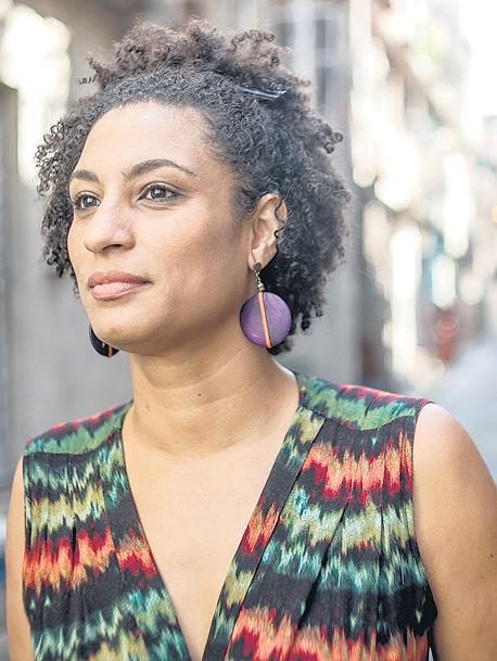 Por negra por mujer por favelada por lesbiana por militante