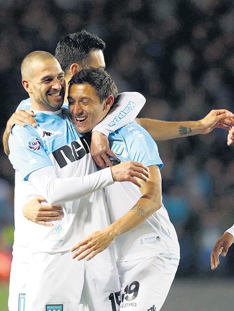 El equipo de Coudet derrotó anoche en el Cilindro de Avellaneda por 2-0 a Vélez