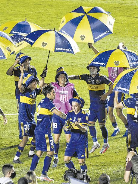 Aunque le empataron en el último segundo, Boca venció a Banfield por penales y celebró la Copa Diego Maradona