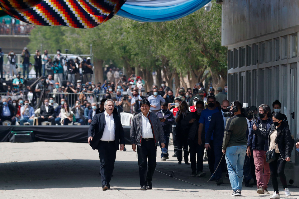 Evo Morales and Alberto Fernandez walking to the border line between Bolivia and Argentina.